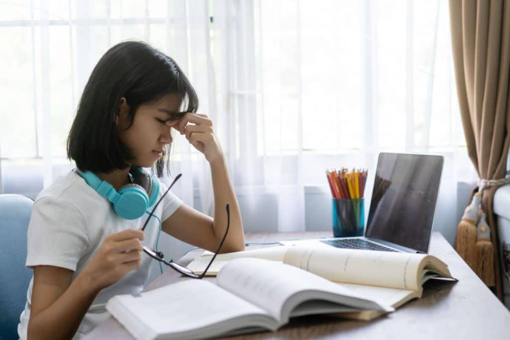 La miopia è causa di problemi nell'apprendimento nei bambini