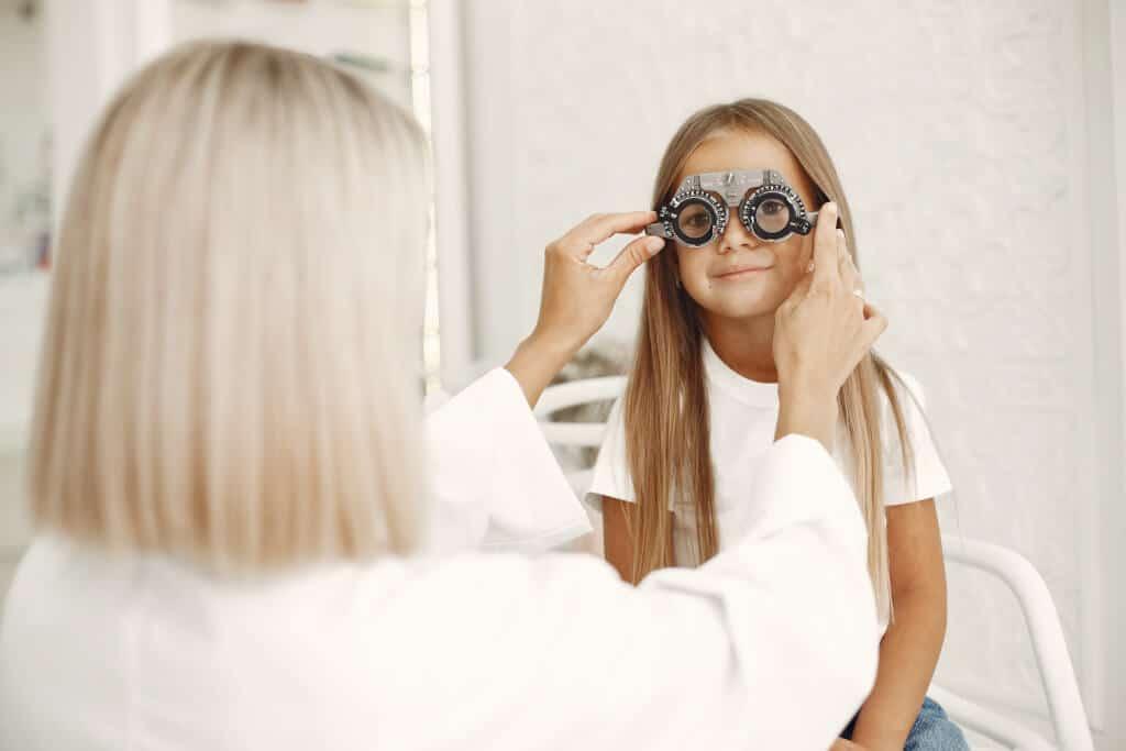 Correzione Miopia: occhiali bambini
